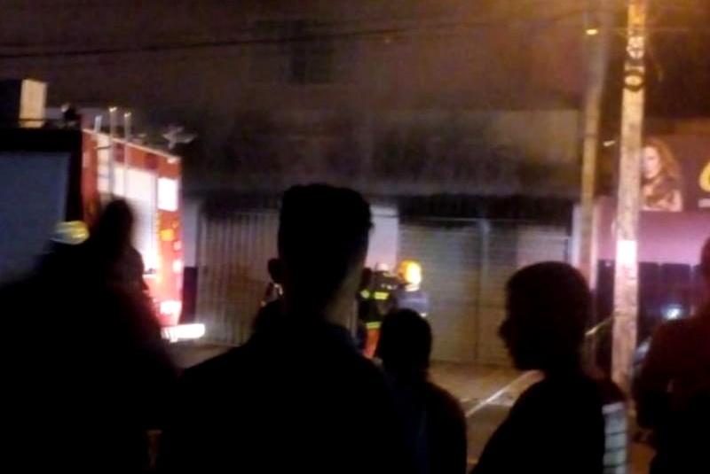 Comércio pega fogo na zona sudeste de Teresina