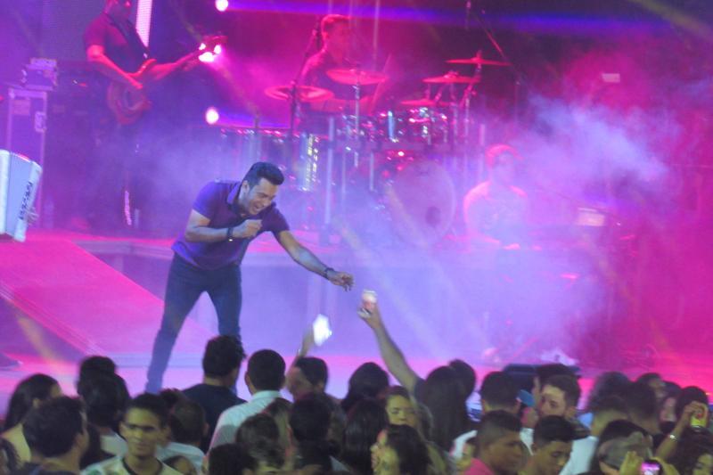 Show com Zé Cantor animou o público no encerramento do XIV Festival Cultural dos Cocais