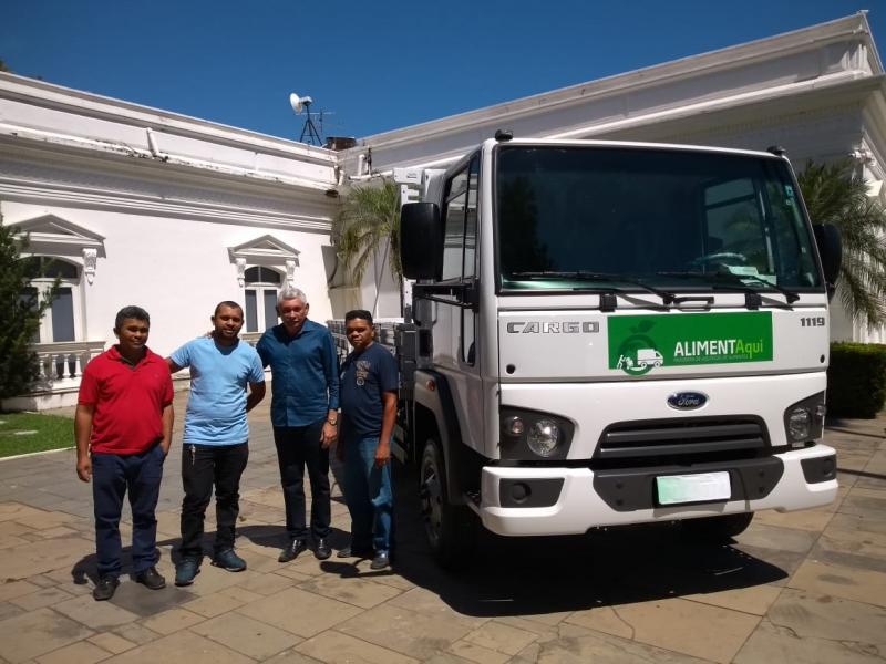 Prefeito Manoel Lázaro adquire caminhão e kits para agricultura familiar