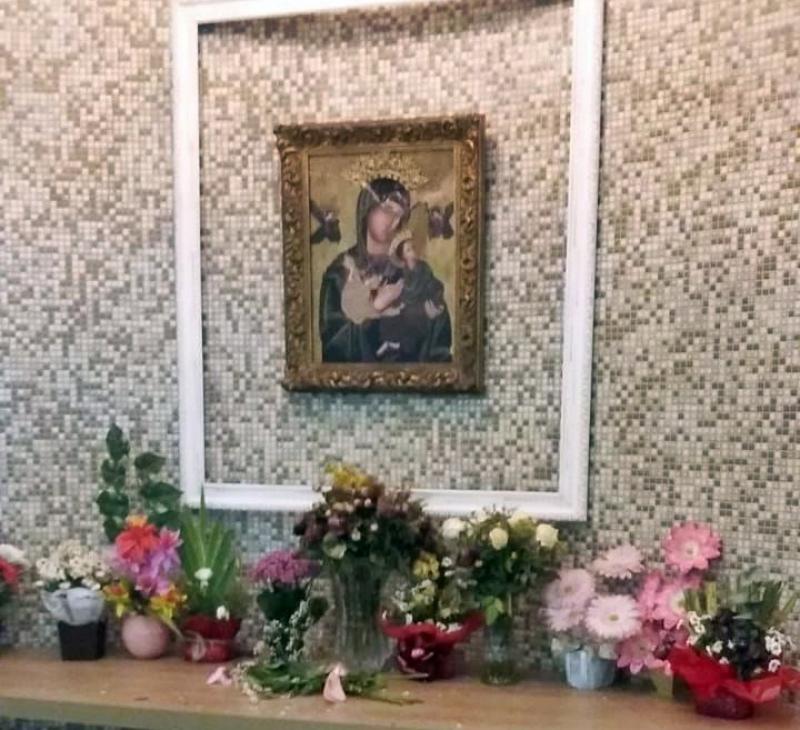 Vândalo quebra imagem de santa durante novena em Teresina