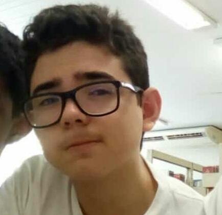 Adolescente morre eletrocutado após colocar celular para carregar em Teresina