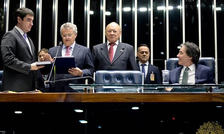 Elmano Férrer se licencia e José Amauri assume o Senado por 121 dias