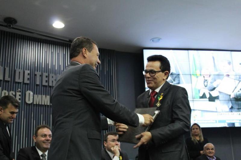 Deputado Zé Santana recebe Medalha do Mérito Legislativo em Teresina