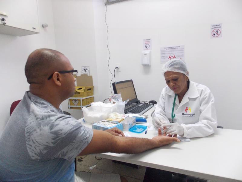 Servidores de Amarante doam sangue no Hemopi de Teresina