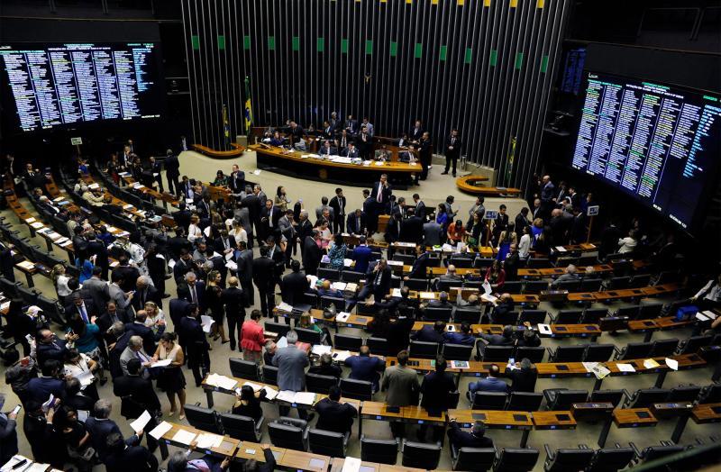 Congresso derruba proibição de reajuste para servidores