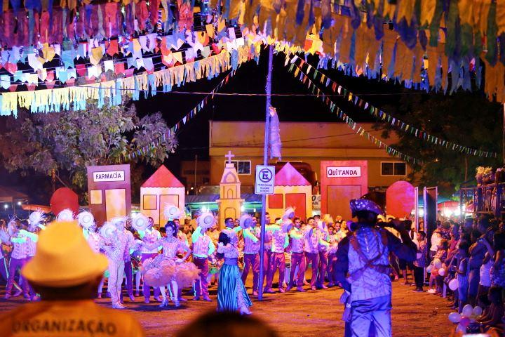 Concurso de Quadrilhas reúne milhares de pessoas na 1ª noite do São João na Roça em Altos