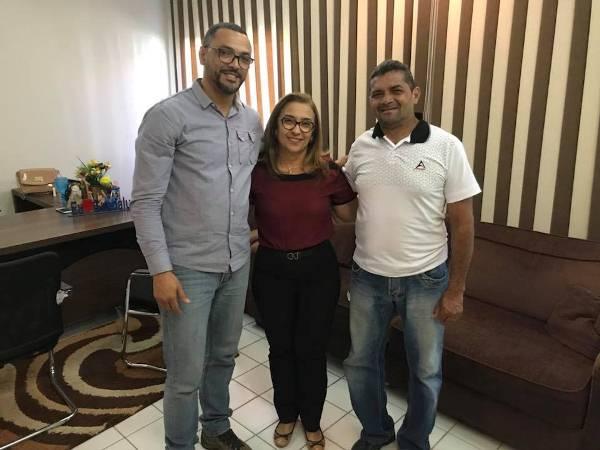 Pastor da Igreja Batista Nova Aliança faz visita de cortesia a Prefeita Neidinha Lima