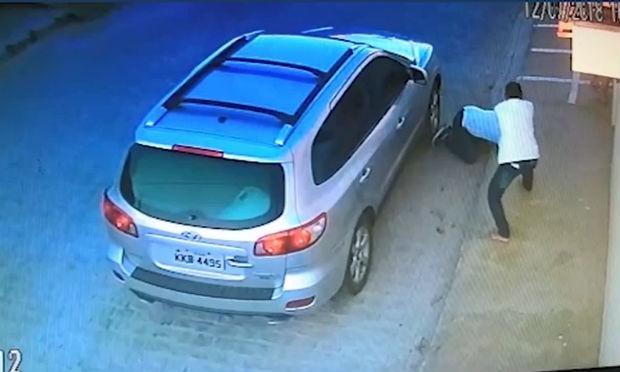 Advogado é executado a tiros na frente da esposa e filha; vídeo