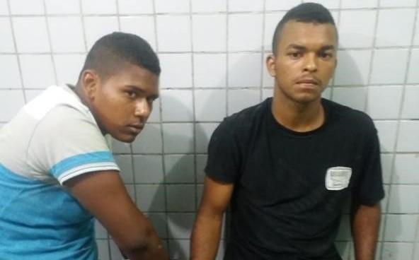 PM prende dupla por porte ilegal de arma de fogo em Teresina