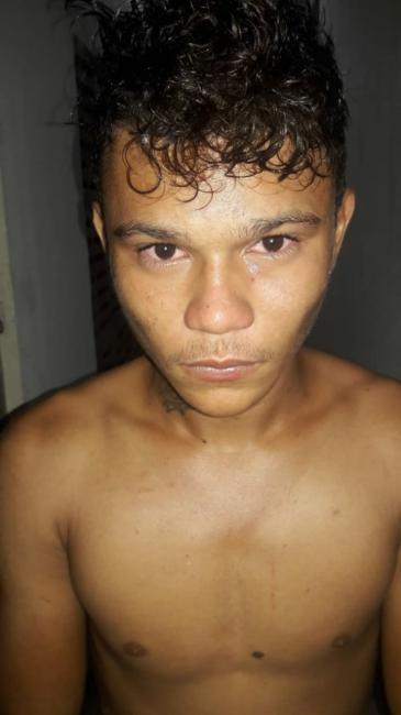 Polícia prendeu o acusado de agredir homem a golpes de faca em São João do Arraial