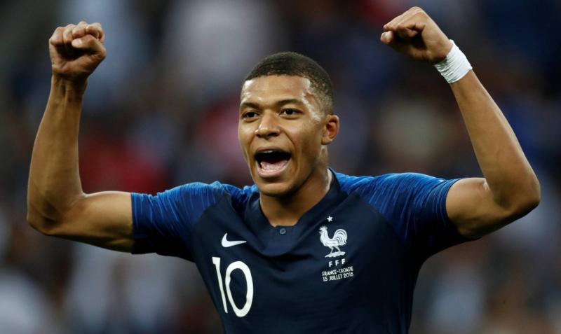 França goleia Croácia na final e é bicampeã da Copa