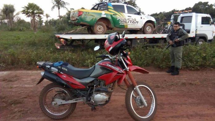 Polícia de Barras recupera na zona rural de Cabeceiras moto usada em assaltos