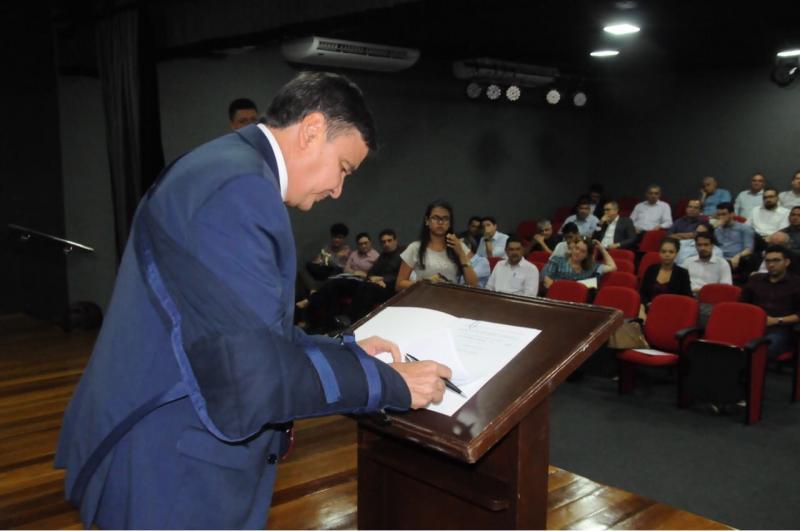 Governador assina decreto que regula conduta dos gestores no período eleitoral
