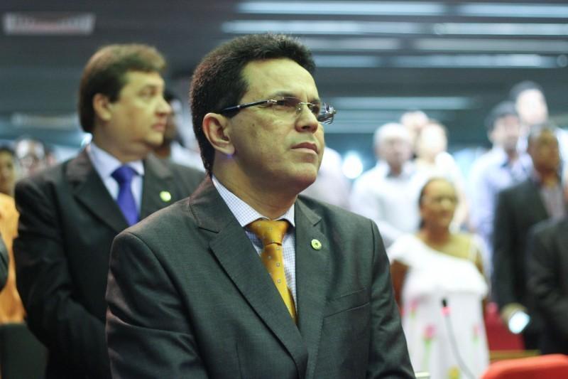 Deputado Zé Santana comenta impasse entre Sindicato dos Hospitais e Governo