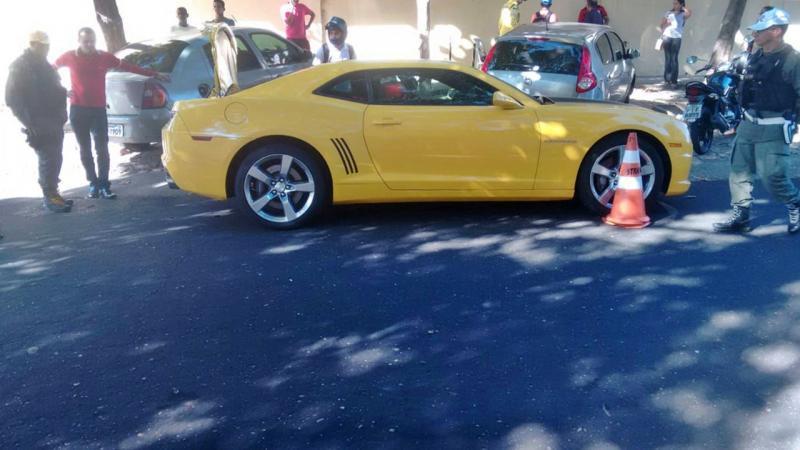 Camaro amarelo é apreendido durante blitz em Teresina
