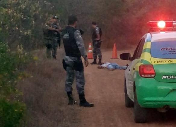 Corpo de jovem é encontrado esfaqueado em estrada no Piauí