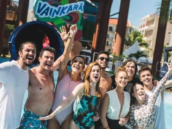 Famosos apagam fotos no Beach Park após morte de turista em toboágua