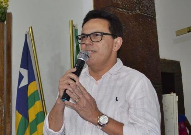 Zé Santana lidera pesquisa para deputado com 43,44% dos votos
