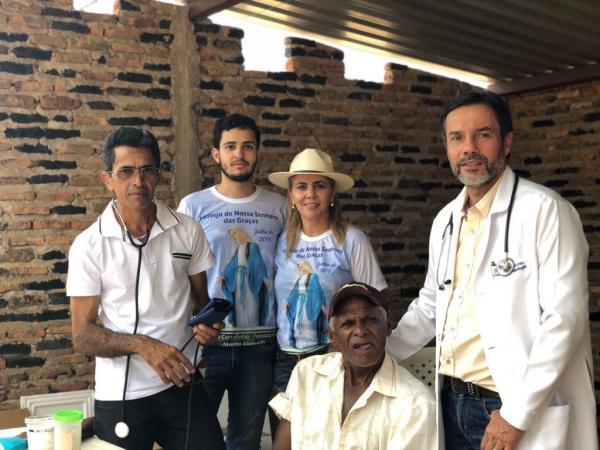 Dr. Cláudio Máximo Guerra realiza atendimento voluntário na zona rural de Monte Alegre