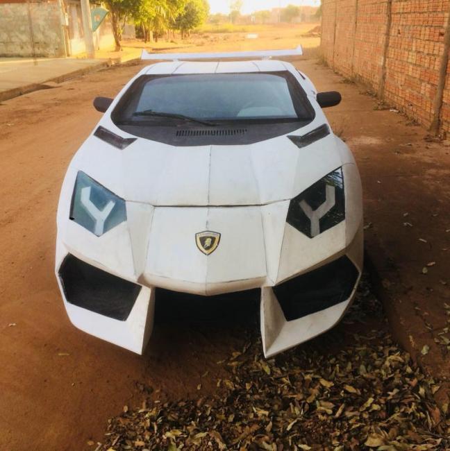 Mecânico brasileiro transforma Uno em 'Lamborghini'