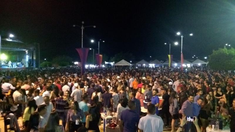 Primeira noite  da XXXVI festa dos vaqueiros Supreende com o numero de publico
