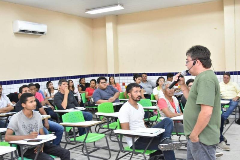Floriano sedia curso técnico em Rádio e TV