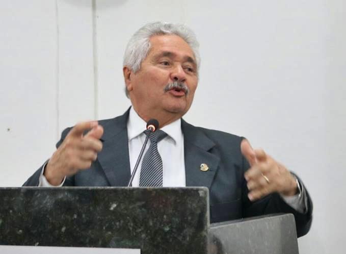Elmano Férrer desiste de disputar governo do Piauí