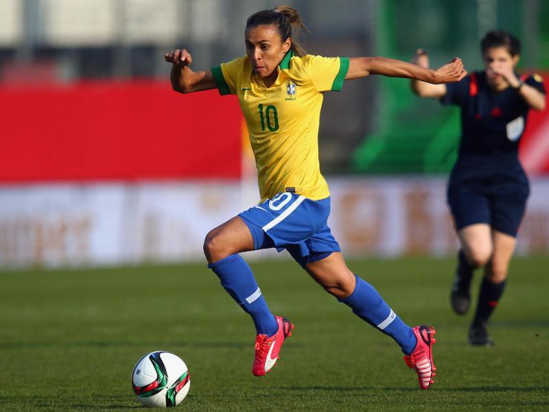 Empresário diz que Marta tem contrato com Pride e descarta volta ao Brasil