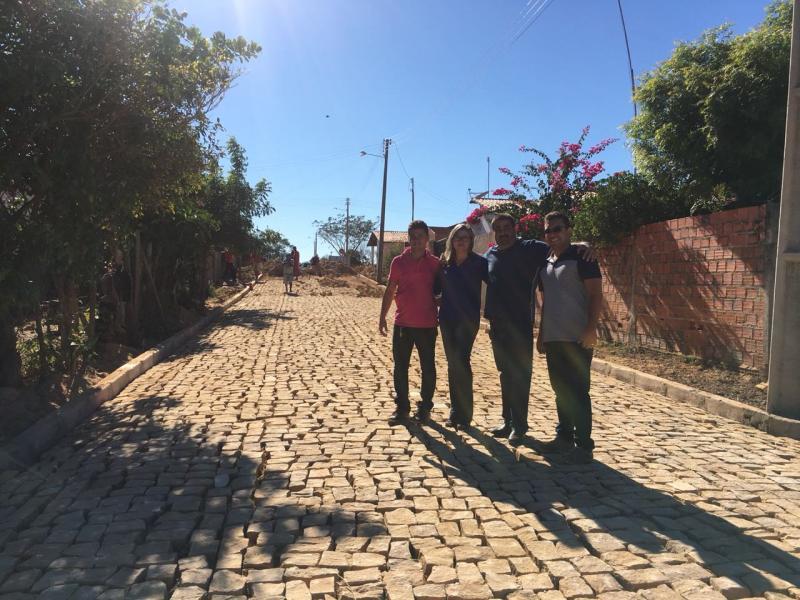 Prefeitura de Lagoa do Piauí realiza a pavimentação de duas ruas no bairro São Raimundo
