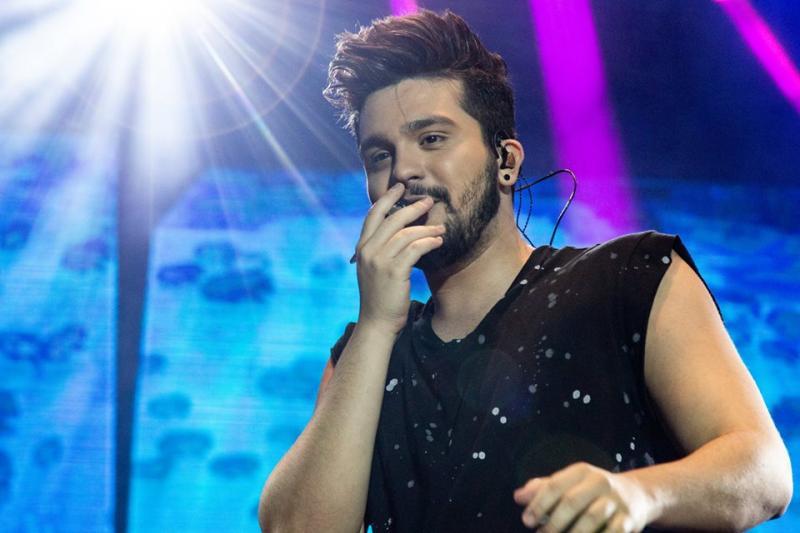 Palco pega fogo durante show de Luan Santana; vídeo