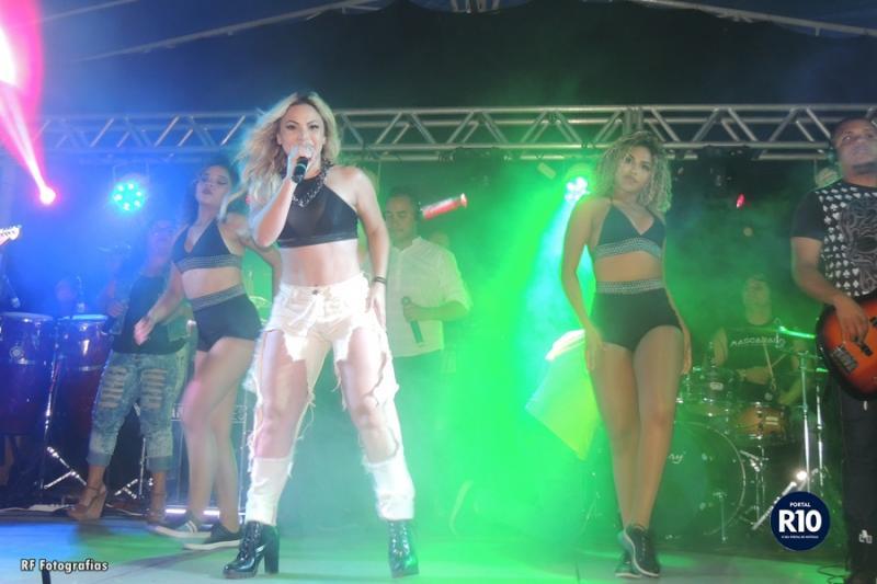 Janaína Alves finaliza agenda de shows do Clube Campolarguense com expressivo público