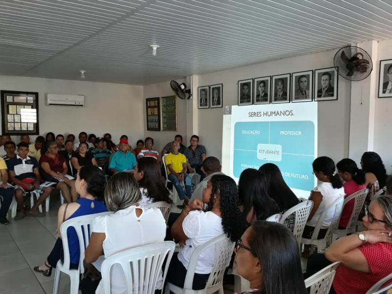 Encontro pedagógico é realizado na Câmara de Lagoa do Piauí