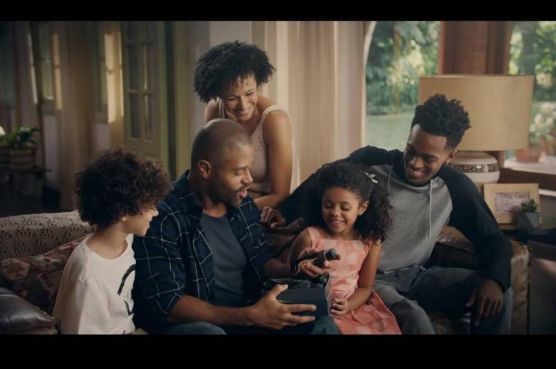 Boticário faz vídeo com família negra e é alvo de críticas racistas