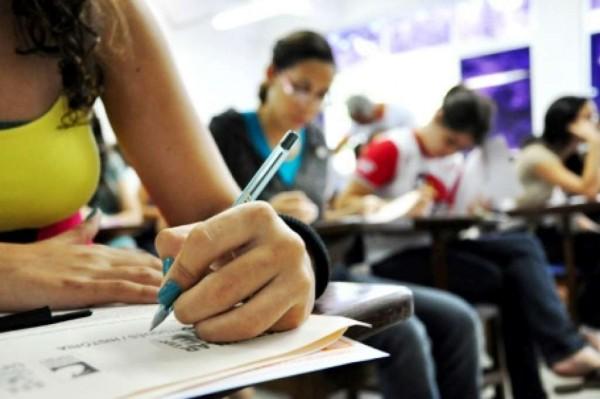 Professores e servidores podem se inscrever no Enem para aplicar provas