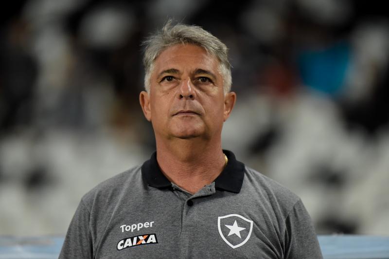 Após quarta derrota em cinco jogos, Botafogo demite Paquetá