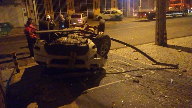 Motorista perde controle e capota caminhonete em Teresina
