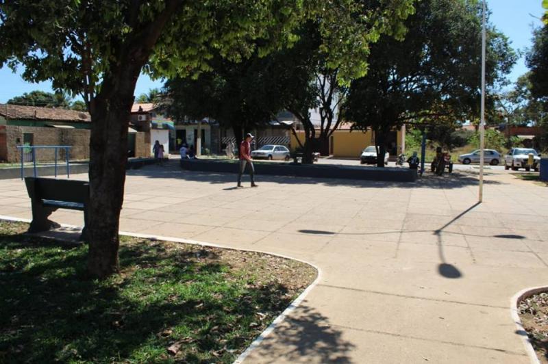 SEMUT e SEMAR   de Corrente  promovem revitalização de praça