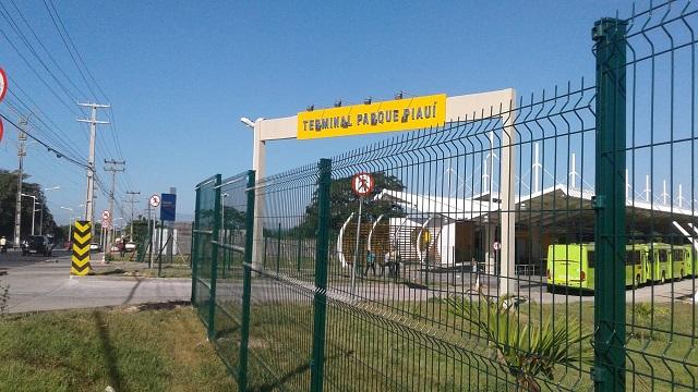 Strans finaliza obras de cercas nos terminais das zonas sul e sudeste de Teresina