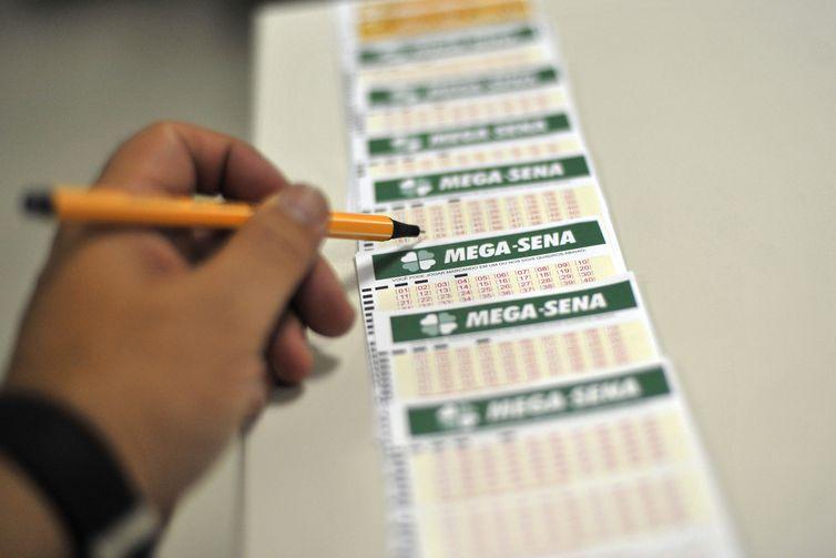 Mega-Sena acumula e pode pagar R$ 35 milhões na quarta-feira