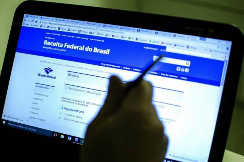 Receita Federal alerta para 'golpe do amor' nas redes sociais