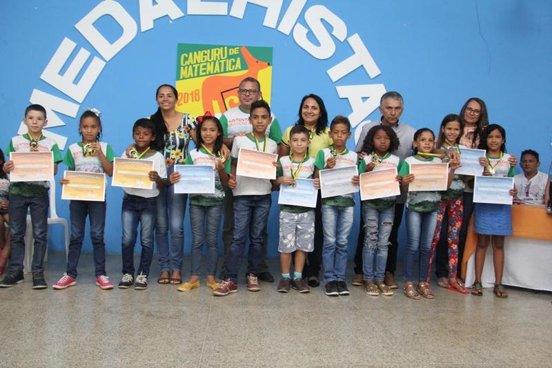 Educação de Água Branca entrega medalhas para alunos premiados no Concurso Canguru de Matemática
