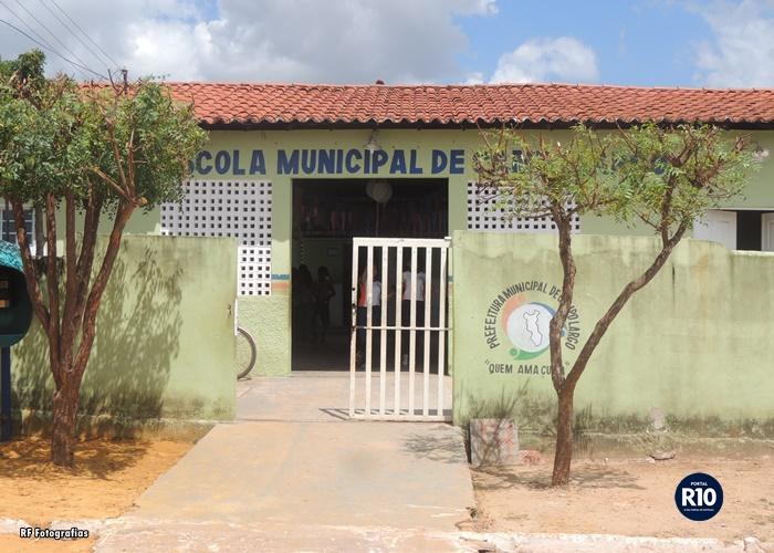 Foto Escola Municipal de Campo Largo (RF Fotografias)