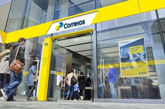 Funcionários dos Correios decidem sobre greve nesta terça