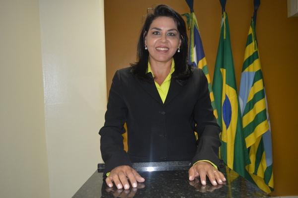 Vereadora Surama Martins - DEM, destaca preocupação da População com coloração da água em nossa cida