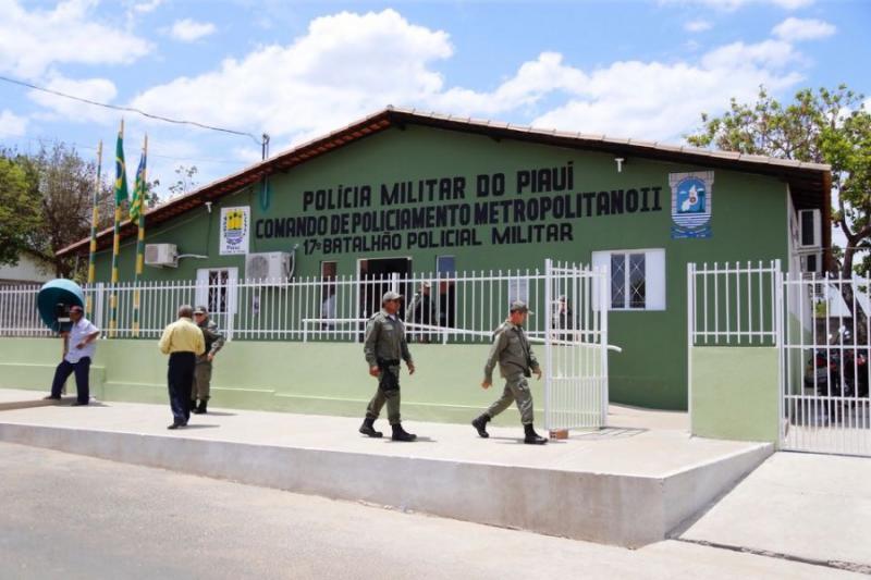 Dupla troca tiros com policial durante assalto em creche em Teresina
