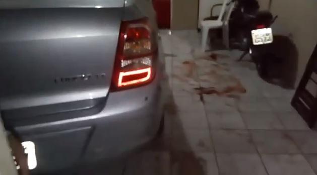 Bandidos bloqueiam rua e atiram em homem na zona sul de Teresina