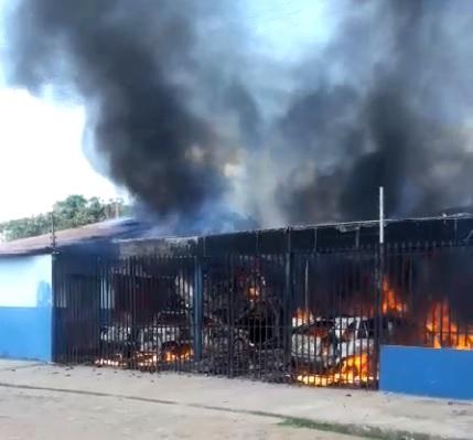 Incêndio destrói oficina e queima carros na zona sul de Teresina; vídeo