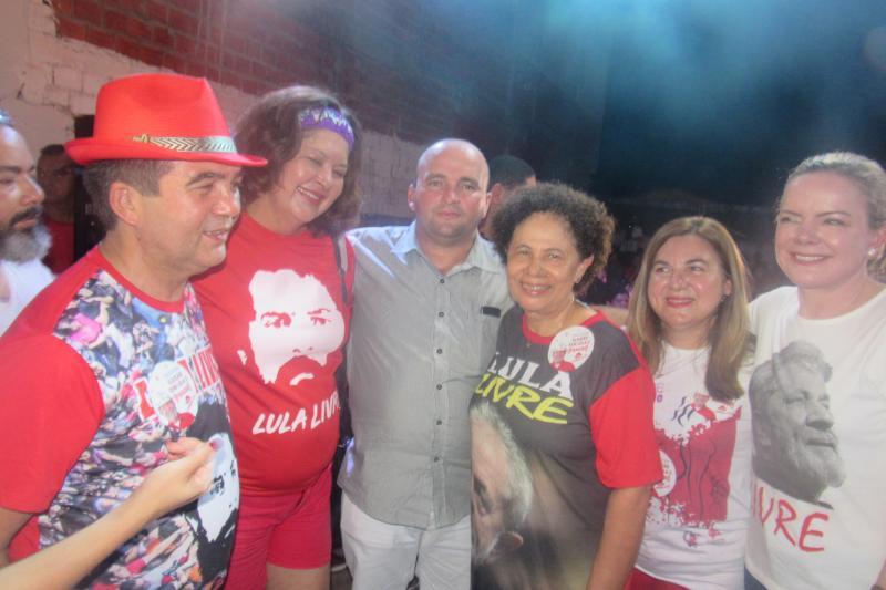 Prefeita Vilma Lima participou de ato a favor da democracia e a favor de Lula em Teresina