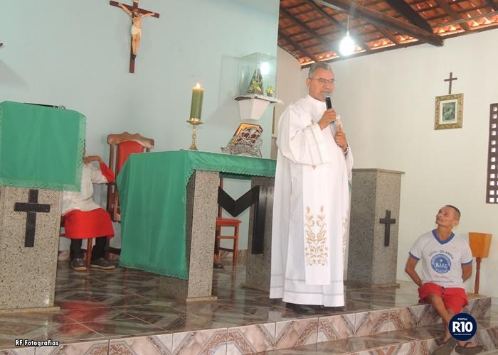 Padre Eduardo preside Santa Missa em ação de graças pelo dia dos Pais no bairro Malhada de Areia