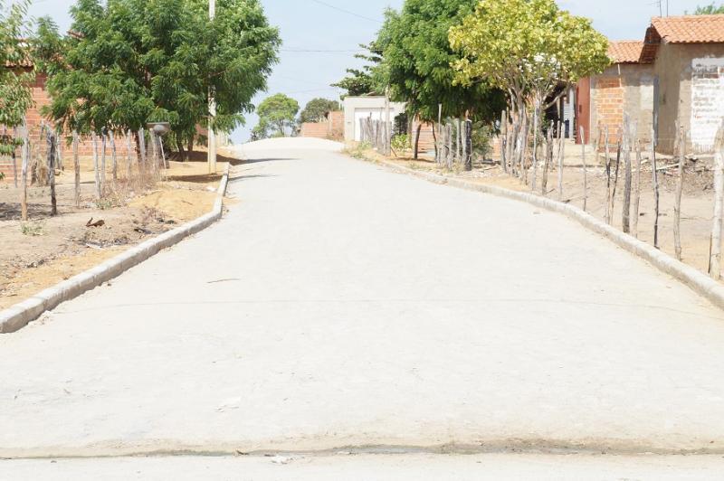 Prefeitura constrói calçamento no Conjunto das Marias